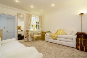 Flat for sale Chelsea Embankment.