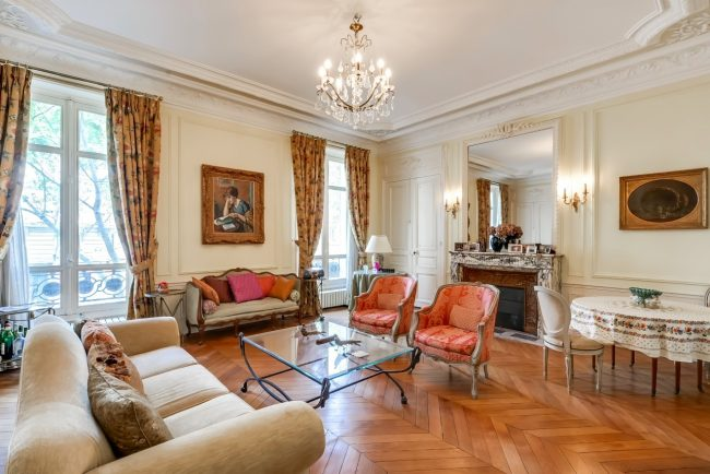 Bedrooms: 1 Bathrooms: 1 Size: 105 m2 For sale: € 1 050 000 Agency Fee Included Area: 17th  For sale in the 17th arrondissement near the Parc de Monceau, one of Paris' most celebrated parks, on the first floor of a century-old cut-stone building with elevator, this 105 m2 (1,130 sq. ft.) apartment on avenue de Villiers is replete with classic features such as parquet floors, marble fireplaces with gilded mirrors above, high ceilings with plaster molding, a sitting room, and French doors that open onto a small balcony with wrought-iron railing. Features include a fully equipped separate kitchen with a dining area, laundry with washer and dryer, and a guest lavatory that opens off the commodious entry hall. Further details and photos