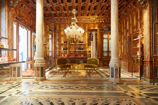 2ea15404b459 Dolce and Gabbana inaugurated in June a sumptuous new boutique inside the  fabulous restored Venetian Palazzo Torres